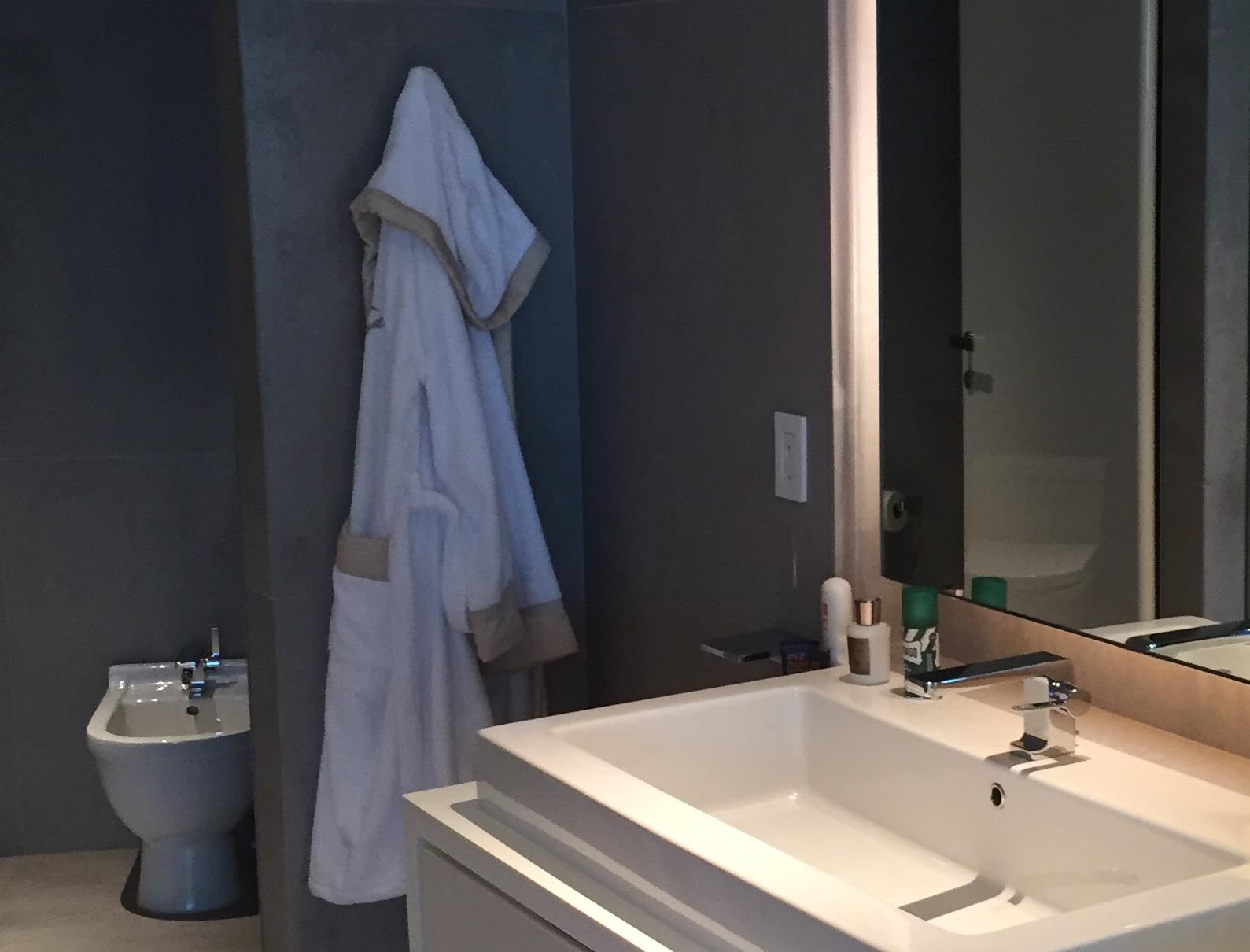 5-Contunuum Master Bathroom