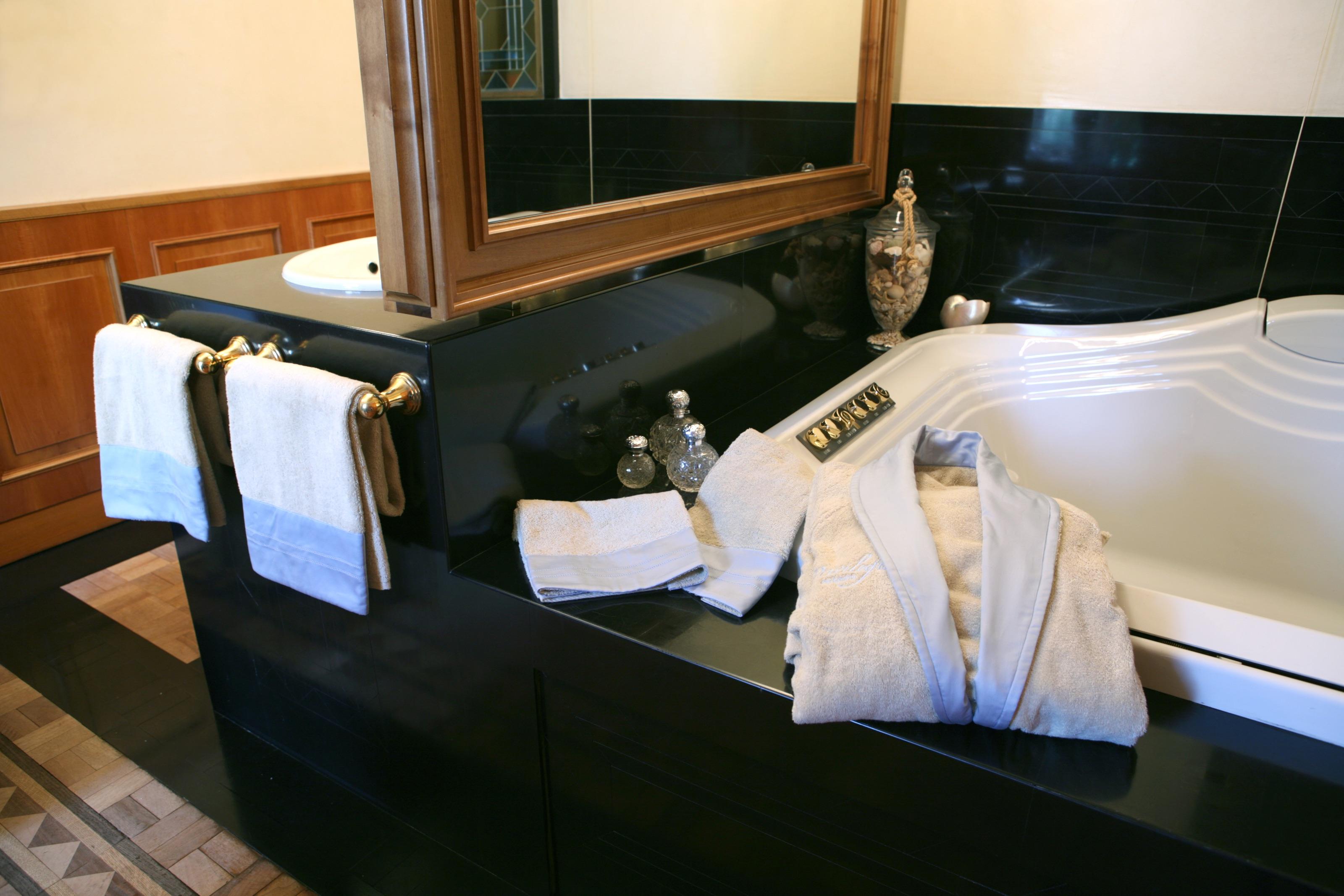 4-Bergamo Master Bathroom
